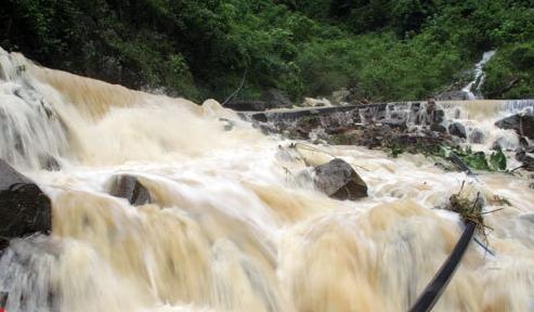 沅陵县爆发泥石流