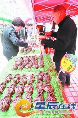 马王堆海鲜水产市场经理刘新辉介绍,国庆7天大闸蟹卖了约21万公斤