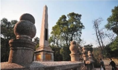 长沙市岳麓山︐位于云麓峰以北的辛亥革命领袖黄兴墓︒ 记者 田超 摄