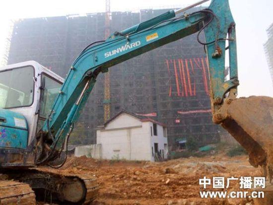 邵阳市公安局小区前即将被拆的房子(中广网记者 白宇 马文佳 摄)