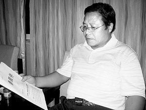 """当本报记者要求""""闫沛东""""出示曹操墓""""造假""""铁证时,他却言辞躲闪。本报记者 王彬 丁宝军 摄于2010年8月27日"""