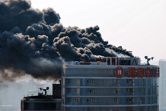 湖南省人民医院大火,浓烟蔽日