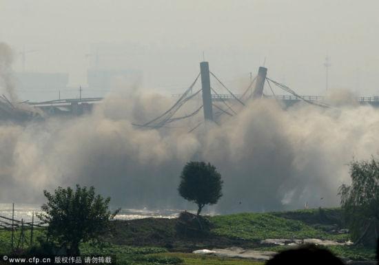 浏阳河大桥爆破拆除