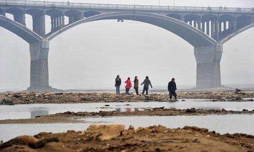 湘江长沙段水位降至24.77米,低于24.80米的历史最低值。本报记者 郭立亮 摄