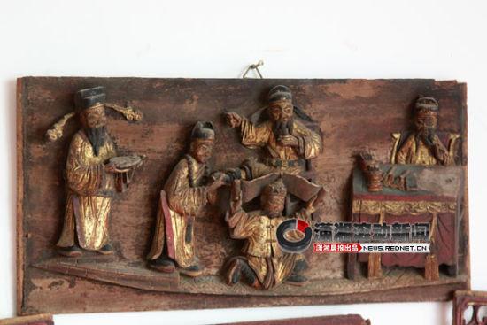 (周自立家,随处可见各式木雕,就仿佛在一瞬间穿越过历史时空。图/潇湘晨报滚动新闻实习生 刘洋)