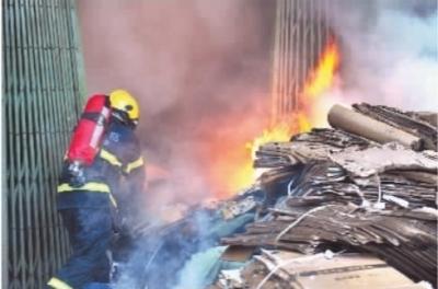 12月20日下午3点左右,湘潭市岳塘区宝塔路万福街宝塔垃圾站旁一民房内废品收购仓库起火