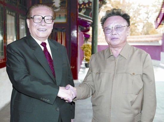 2004年4月20日,江泽民在北京中南海会见金正日