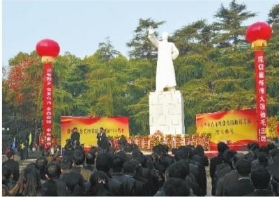 12月24日,经过2个月修缮的韶山市毛泽东青年塑像公园面貌一新。 陈旭东 摄