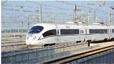 时速达300公里的广深港高铁广深段列车拟定于12月26日正式载客运行。12月24日上午媒体记者乘G6222次动车先期体验。(资料图片)