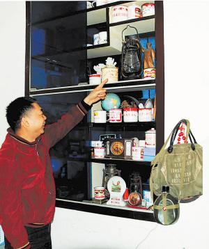吴文武家里到处摆放着与毛主席相关的物品。陈瑛 摄
