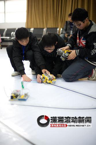 1月1日,湖南省科技馆,机械大赛比赛现场。图/潇湘晨报滚动新闻记者 张轶