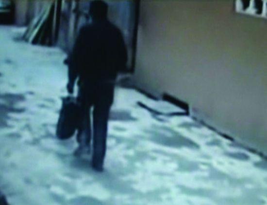 """昨日,湖南省公安厅首次公布""""平头男""""""""1・6""""南京枪击案踩点视频。"""