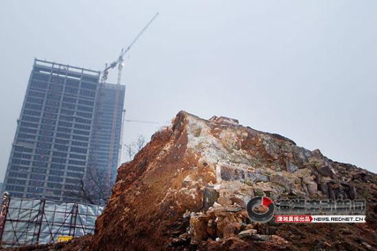 1月8日傍晚,长沙万达公馆工地,挖掘出来的城墙遗迹。图/记者沈荣华
