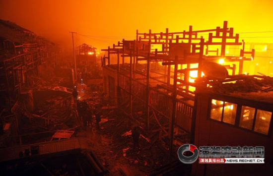 (通道县独坡乡两个村突发大火,图为起火现场。)