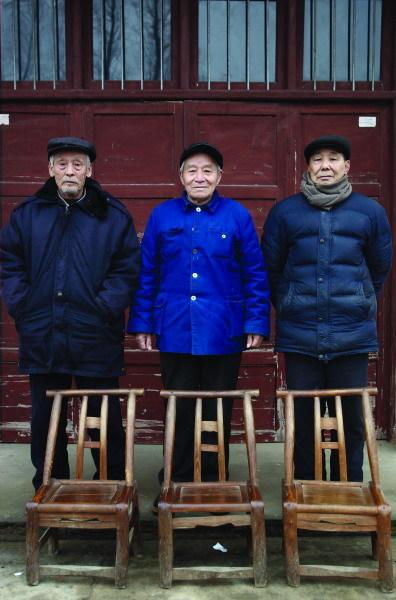 2月17日,常德市周家店镇,细菌战生还者。(左起:向道仁,吴光才,熊善初。图/记者华剑