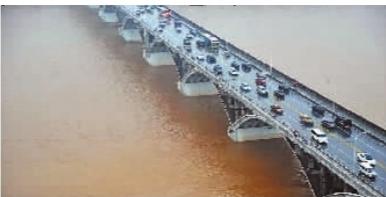 遭遇洪峰时的长沙湘江橘子洲大桥(3月8日摄)