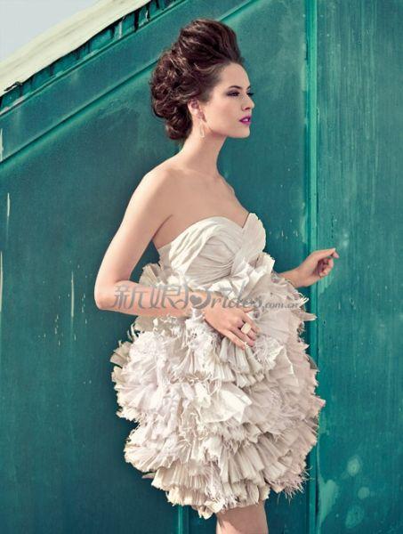 花朵造型婚纱 将爱情进行到底