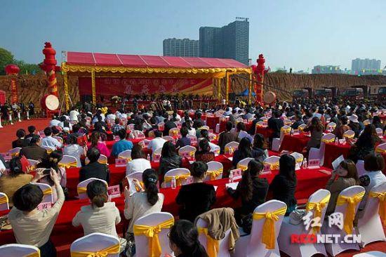 4月22日上午,湖南省直机关集中办公区奠基典礼在长沙举行。