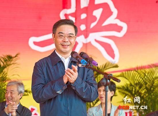 湖南省委书记、省人大常委会主任周强宣布湖南省直机关集中办公区奠基。