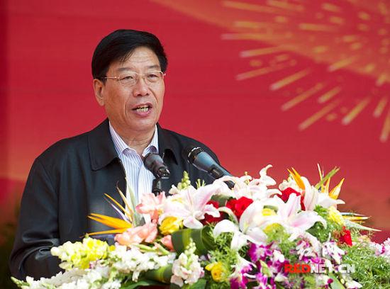 湖南省委副书记、省长徐守盛在奠基典礼上讲话。