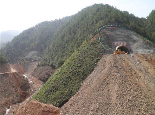 炎汝高速正在修建的隧道(资料图)