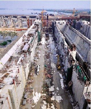 从高空俯瞰湘江长沙水利综合枢纽。图/实习记者赵赫廷