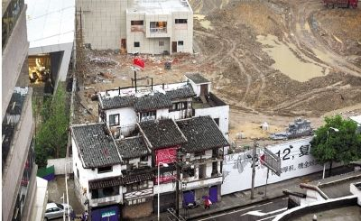 5月21日,长沙市湘江风光带湘春路口,除了宋稳朝家,旁边已经基本拆迁完毕。