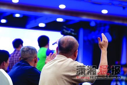 5月21日,金源大酒店,参加听证会的市民要求发言。图/记者沈荣华
