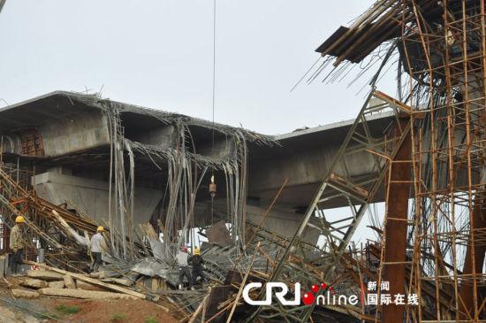 2012年5月26日下午3点多,湖南长沙湘江航电枢纽坝顶桥引桥在浇灌过程中发生坍塌。事故造成四人受伤。