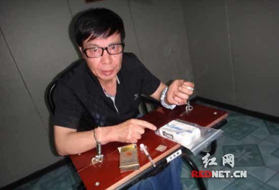 (从去年8月以来崔某先后20多次前往广东贩卖毒品海洛因和麻古等2000多克。)