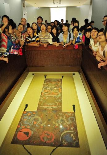 """6月17日是省博物馆暂停对外开放服务的最后一天,参观的游客""""爆棚"""",据统计约1.2万多人。华声在线-湖南日报记者 郭立亮 摄"""