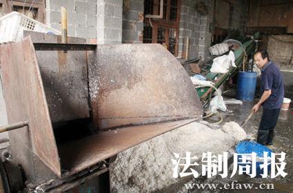 农民工邓桥隆生前工作的地方存在很大的安全隐患。