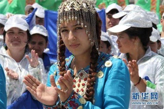 位于中亚的土库曼斯坦是一个盛产美女的