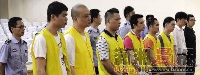 昨日,网络犯罪团伙在雨花区人民法院接受审判。图/巩如泉