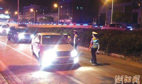 酒后切勿驾车。图为交警在路上巡查。刘轩摄