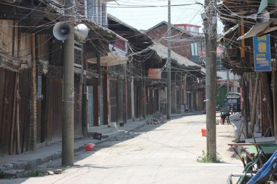 芦洪市镇的老街一角