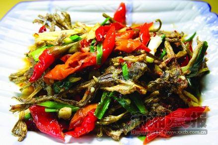 干黄蟆:它是雪峰山脚下的下酒小菜,它是江口人碗里的美味佳肴,它是这片土地上生长了多年、触碰得到的古话。