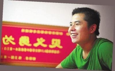 ▲7月18日,湖南农业大学附近的砂煲世家, 虢浩在自己的小快餐店里讲述救人经过。记者 李丹 摄