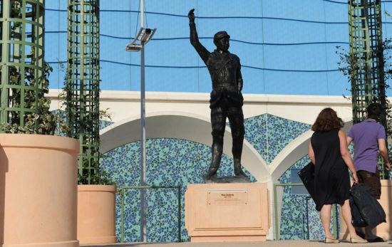 法国城市广场建毛泽东雕像