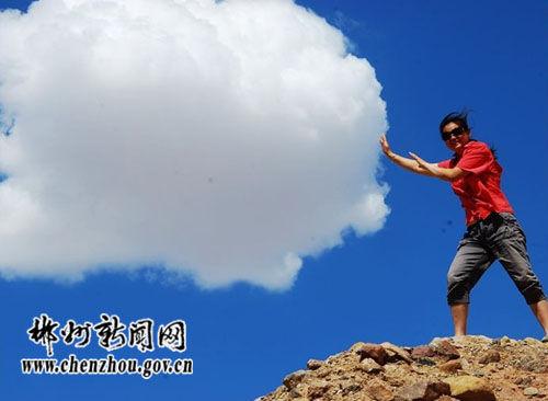 黄雅爱搞怪(图片来源:郴州新闻网)