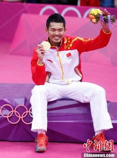 北京时间8月6日凌晨,2012年伦敦奥运羽毛球男子单打决赛,林丹苦战三局战胜李宗伟夺冠。记者 盛佳鹏 摄