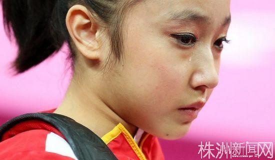 中国体操女团无缘奖牌,小姑娘伤心地哭了(新浪体育)