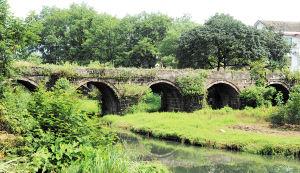 沿溪千年古桥至今还在为桥两边居民出行提供方便。