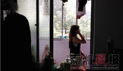 8月20日,中南林业科技大学东园1栋2楼。小偷潜入宿舍的行为,让大三学生小丽感到很恐惧。 图/记者华剑