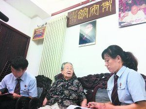 主审法官约谈娄师白93岁的遗孀王立坤女士