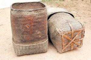↓寻淮洲曾作书箱使用的竹篾篓。