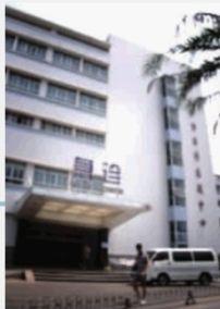 长沙市中心医院急诊楼,事发时何旺的尸体就躺在大楼下。 本版图片均由 实习生 唐俊 摄