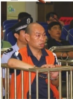 """8月30日,张家界""""5·28""""恶意驾车撞人案开庭审理,凶手田胜明毫无悔意。 通讯员 屈平 刘雪飞 摄"""