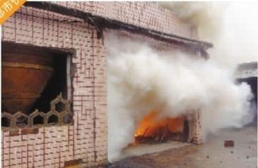 9月3日上午,湘潭竹埠港工业园,湘大比德化工有限公司起火。