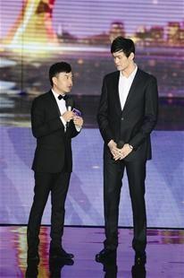 图为:汪涵和孙杨身高悬殊
